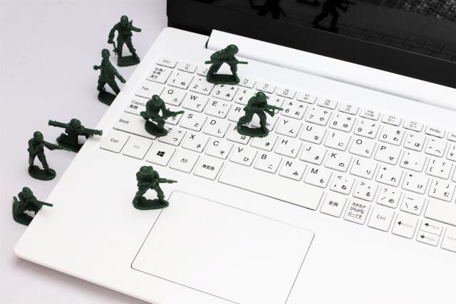 パソコンと兵士
